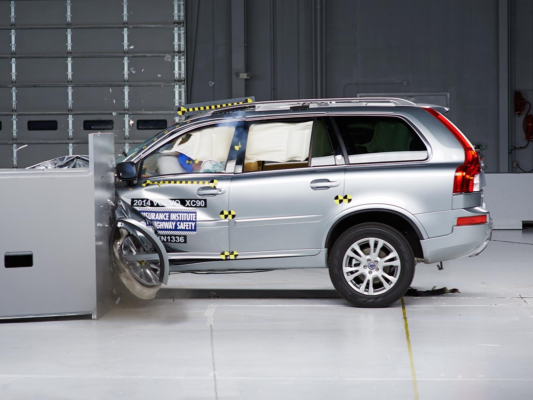 Серьезное ДТП под Киевом показало безопасность Volvo