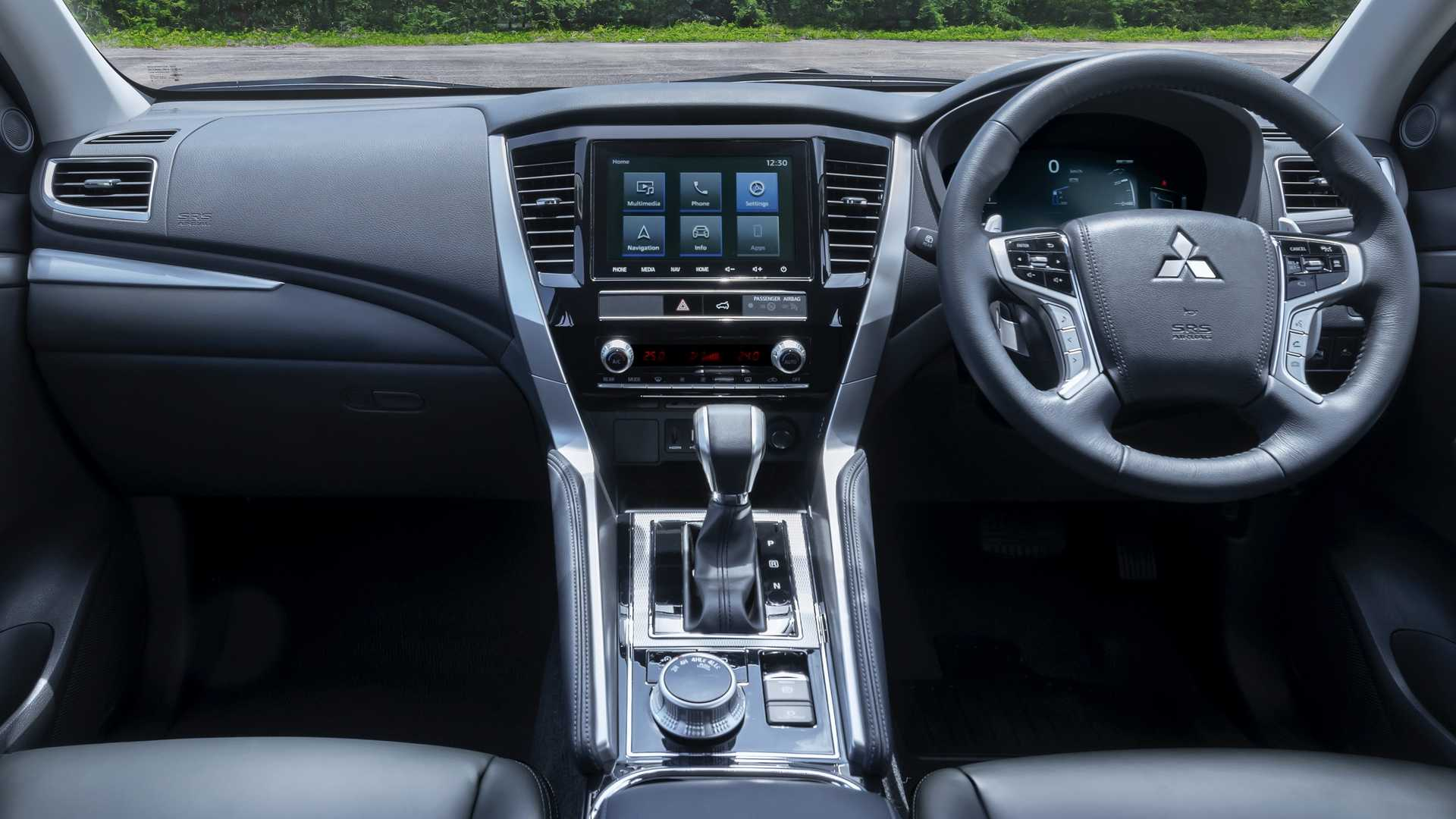 Официальные фото Mitsubishi Pajero Sport 2020