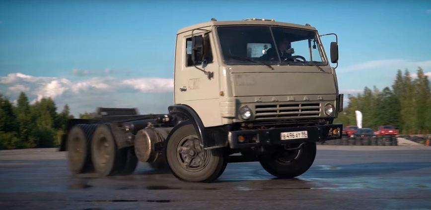 Как едет тюнингованный КамАЗ мощностью 1000 сил (видео)