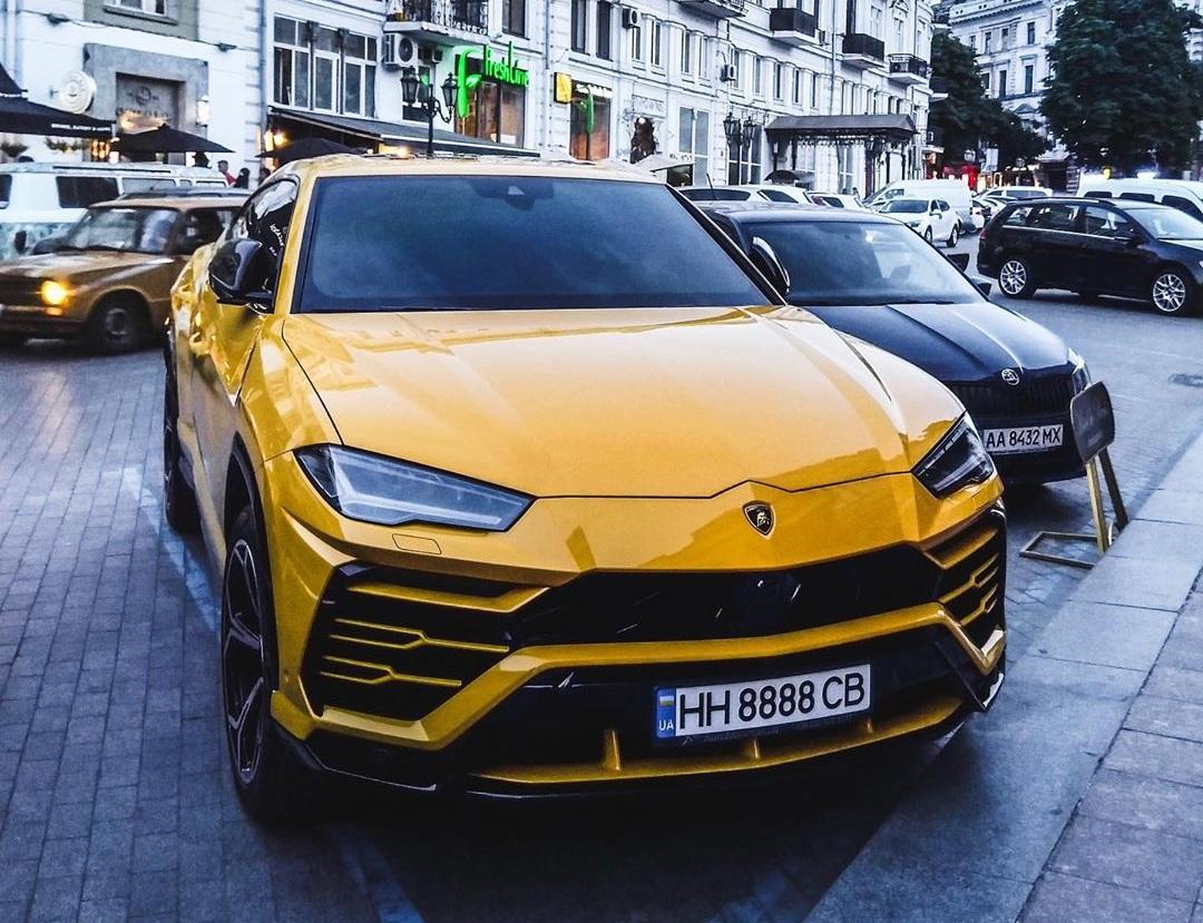В Украине засветился новейший кроссовер Lamborghini