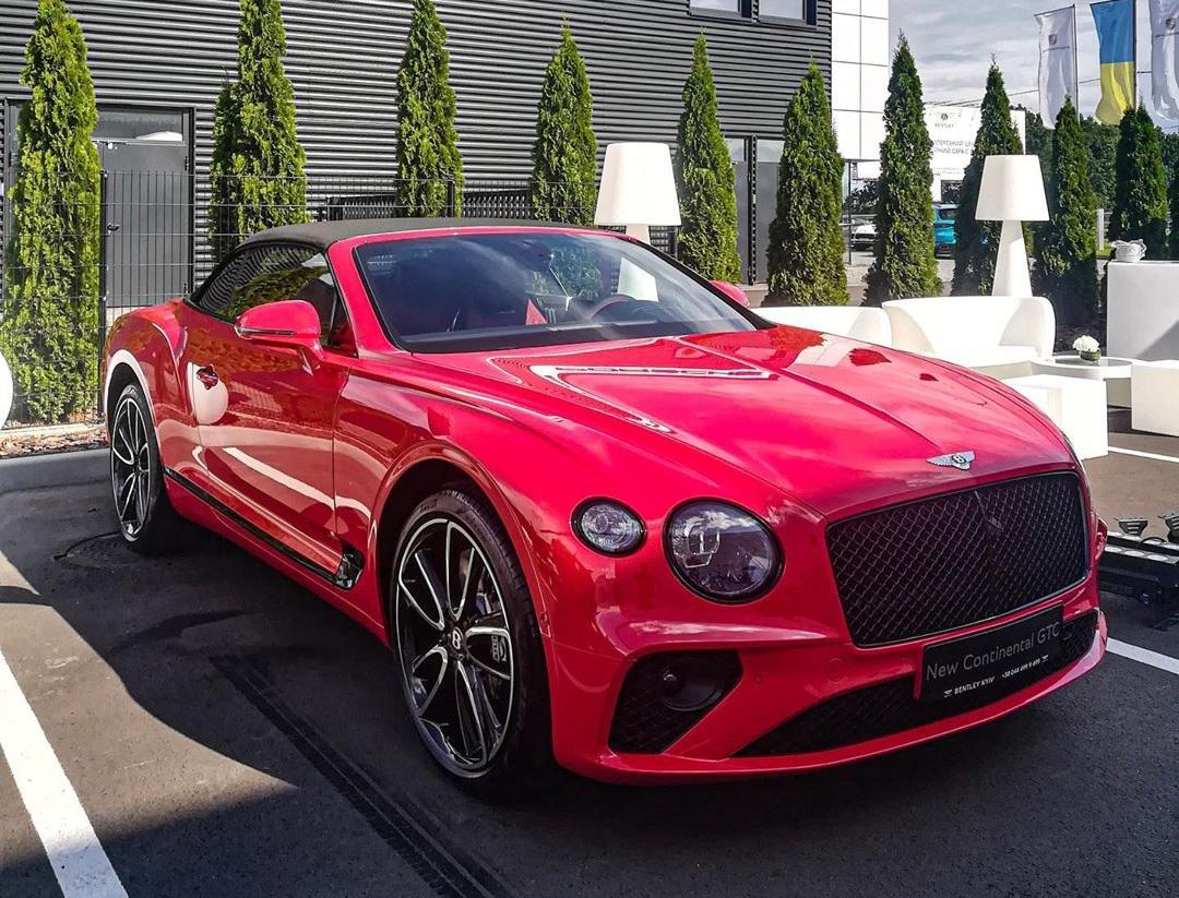 В Украину привезли новейший кабриолет Bentley