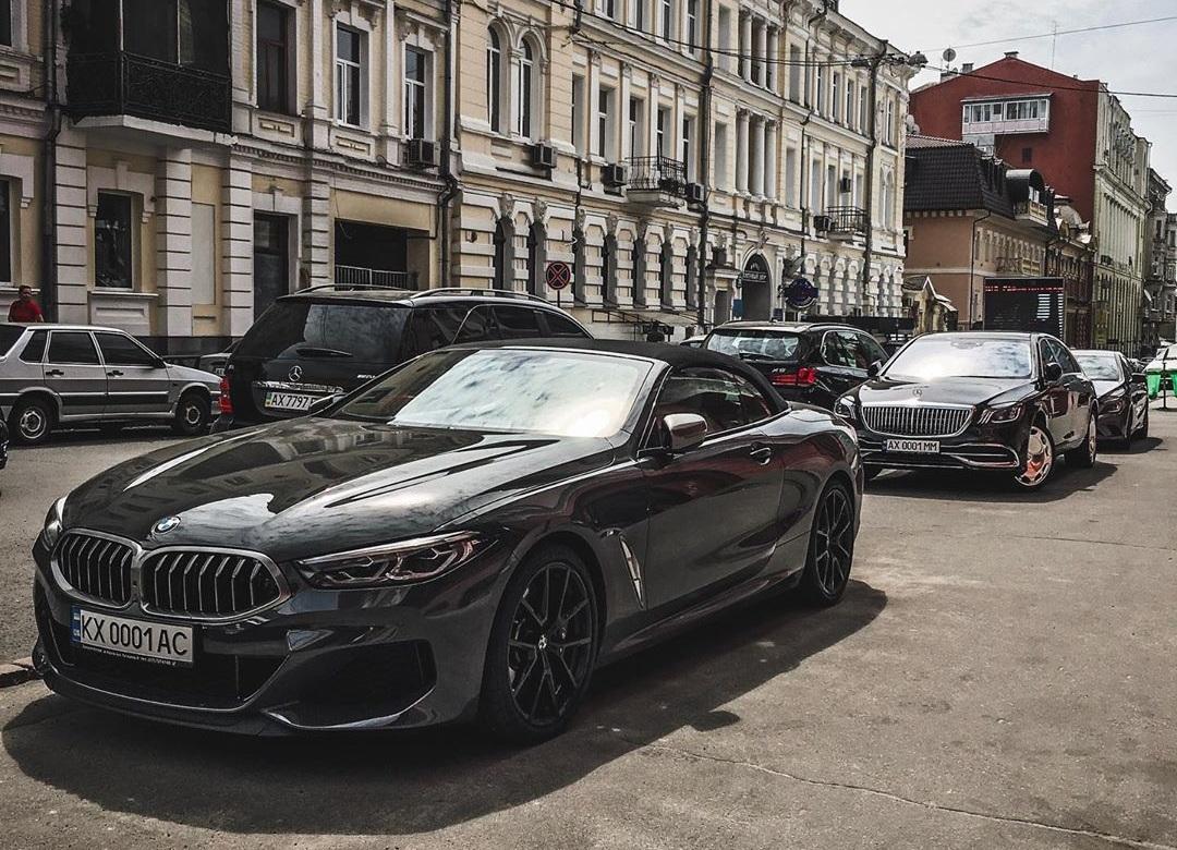 В Украине появились сразу два новейших кабриолета BMW 8
