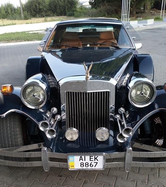 В Украине замечен редчайший авто в ретро-стиле с позолотой