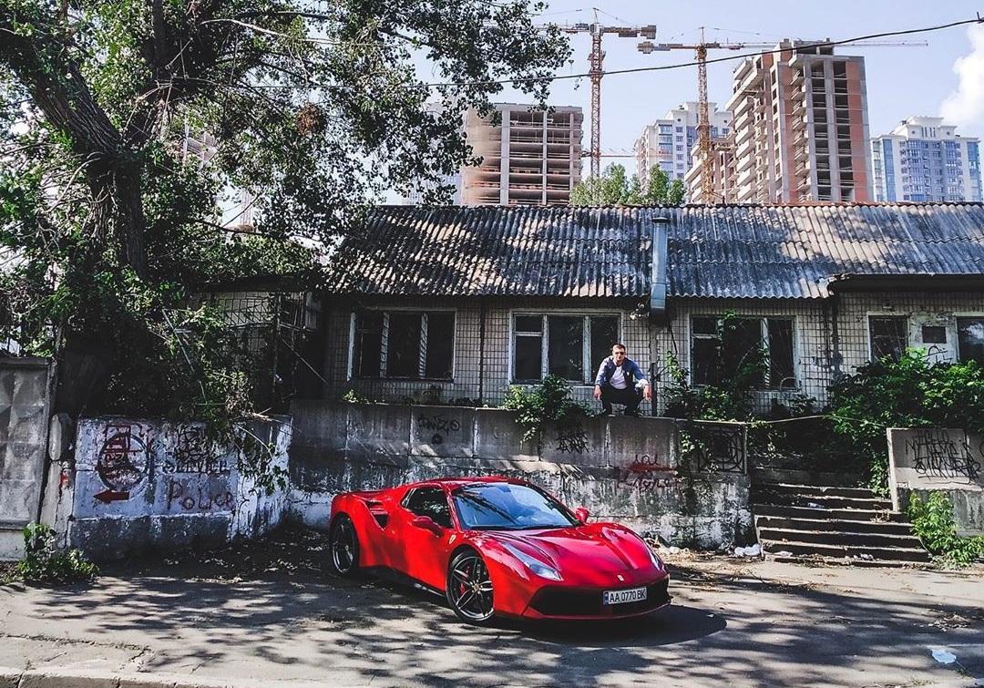 Новый суперкар Ferrari сняли в неожиданном месте
