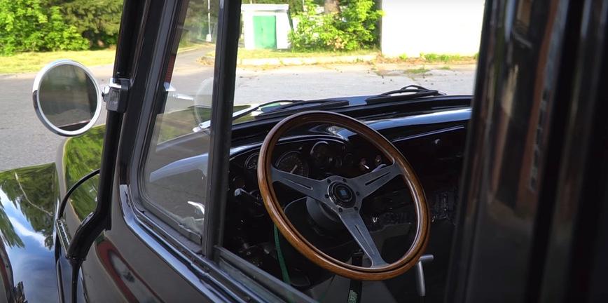 Старый ГАЗ превратили в яркий заниженный пикап в американском стиле
