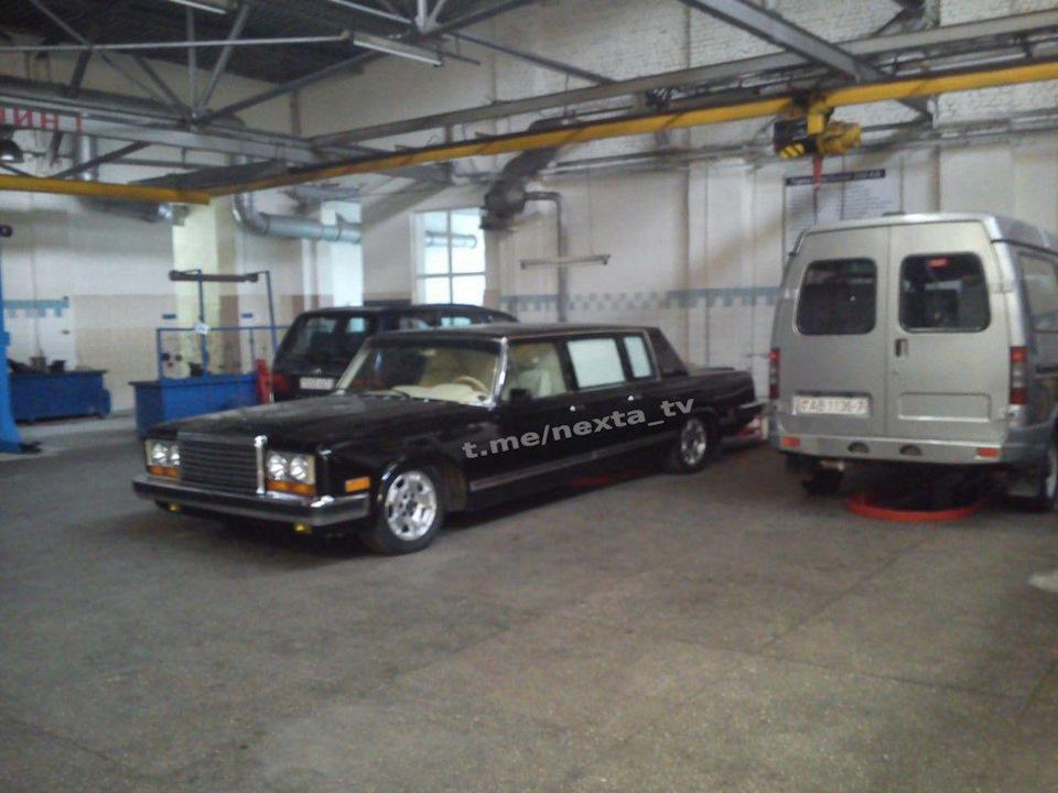 В интернет попали фото коллекции роскошных авто Александра Лукашенко