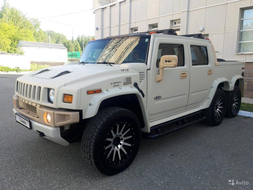 На продажу выставлен уникальный шестиколесный Hummer