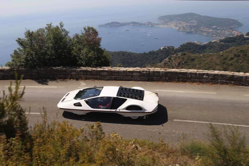 Самый невероятный суперкар Ferrari загорелся на ходу