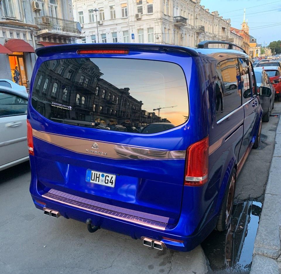 В Украине сняли необычный микроавтобус Maybach на еврономерах