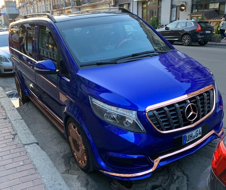 В Украине появился необычный микроавтобус Maybach на еврономерах