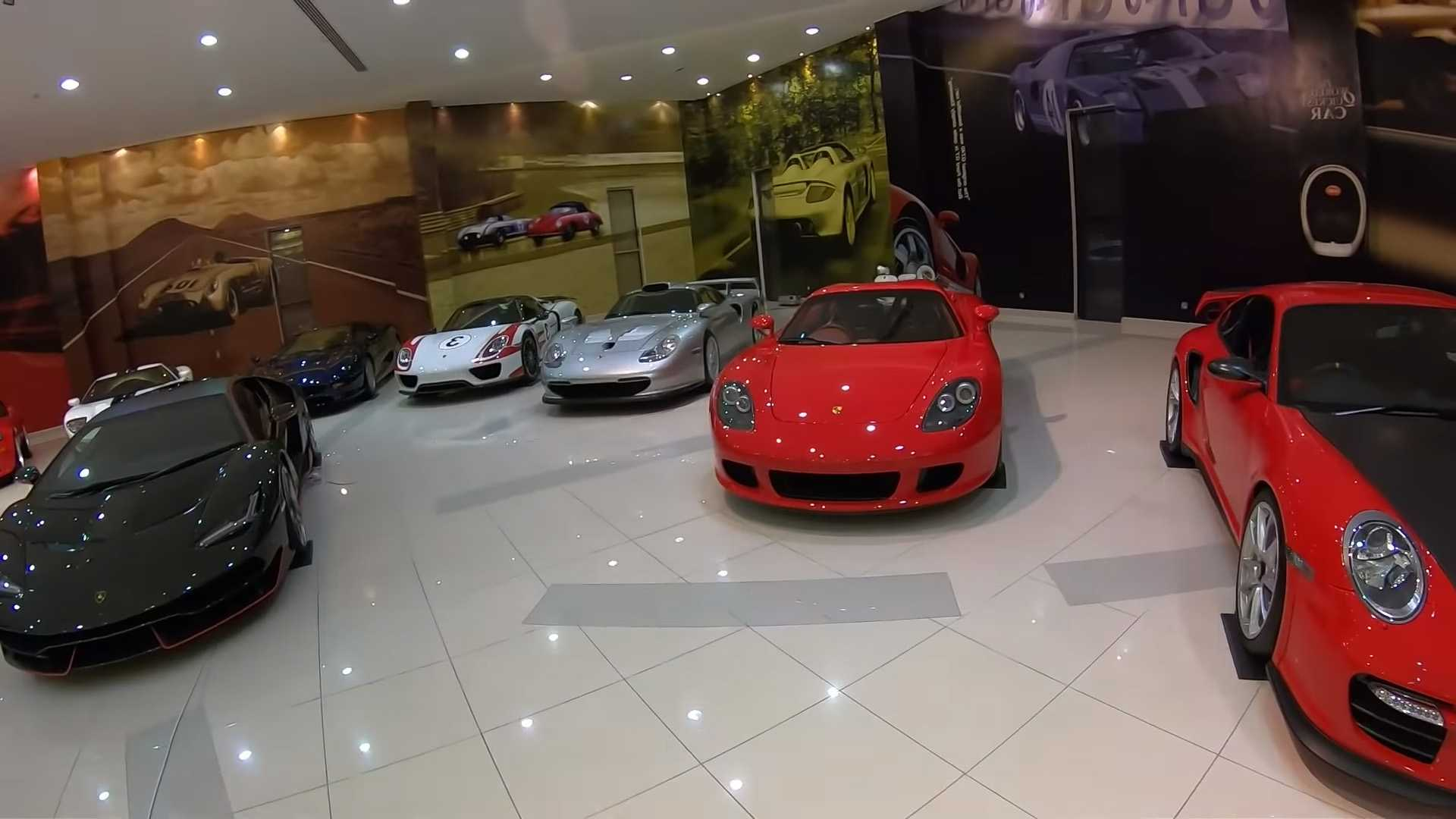 Фото и видео самой крутой коллекции суперкаров в мире