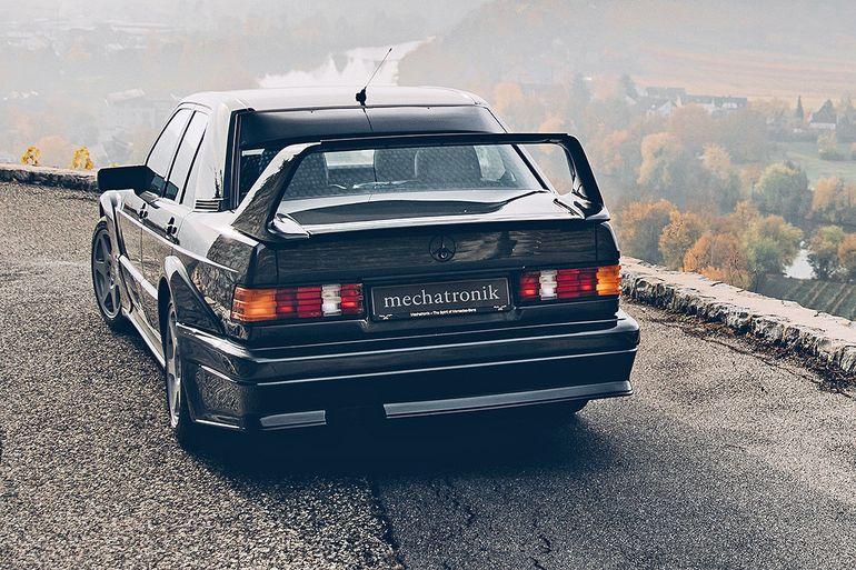 Старый Mercedes 190 продают по цене нового суперкара