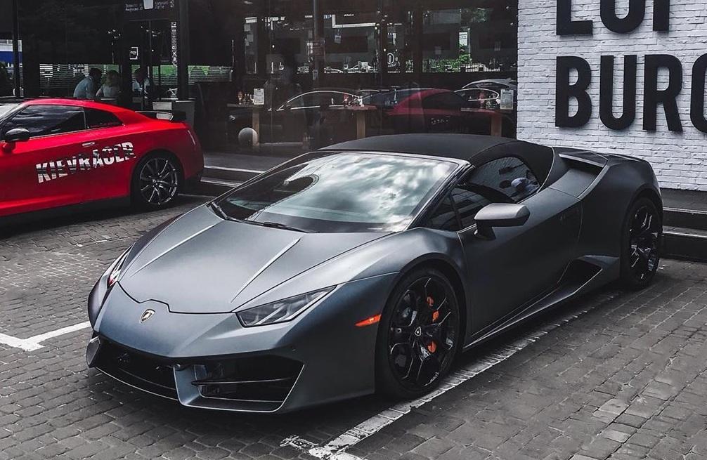 В Украине появился новый кабриолет Lamborghini