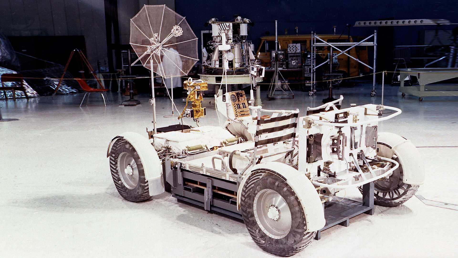 Каким был самый первый автомобиль в космосе