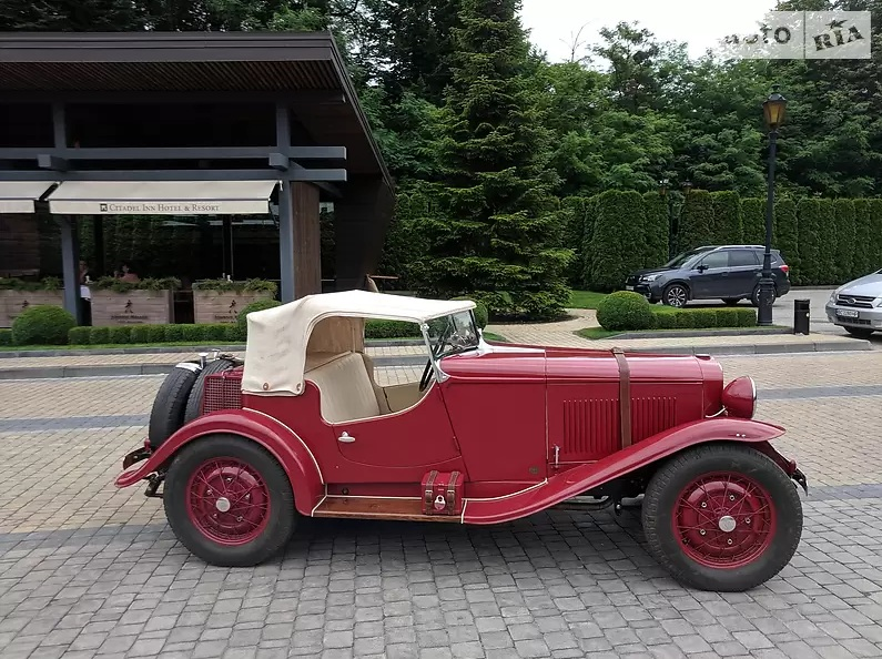 В Украине продают старинный спорткар Opel