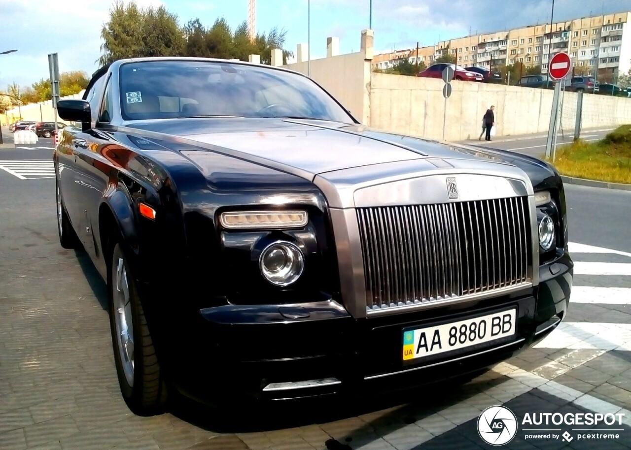 В Украине засветился редкий кабриолет Rolls-Royce