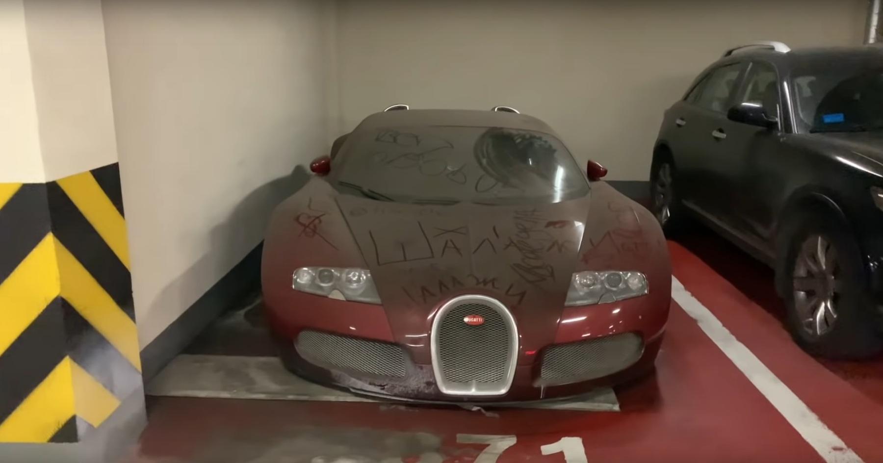 Заброшенный гиперкар Bugatti Veyron годами пылится на парковке (видео)