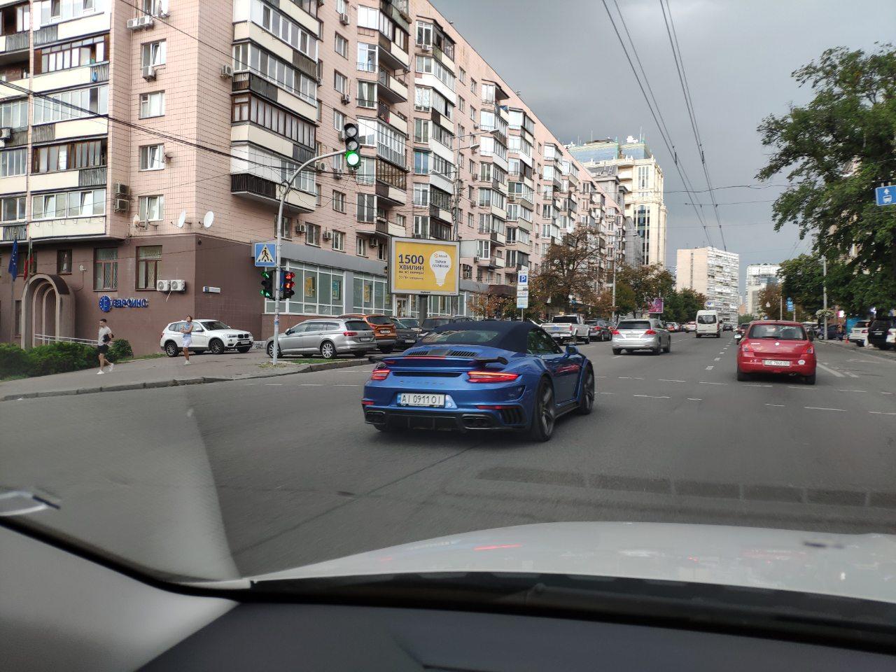 В Украине заметили уникальный тюнингованный Porsche 911
