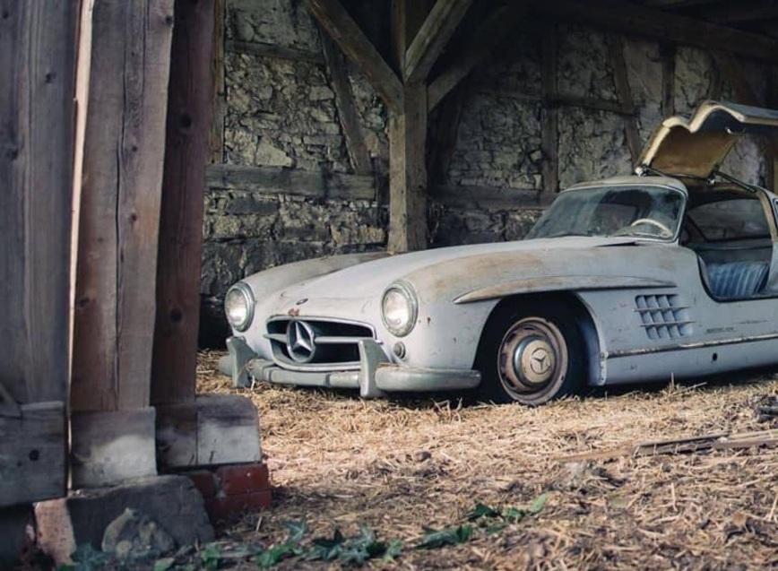 Культовый спорткар Mercedes полвека простоял в заброшенном сарае