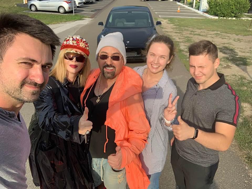 Ирина Билык пересела на новенький электромобиль Tesla