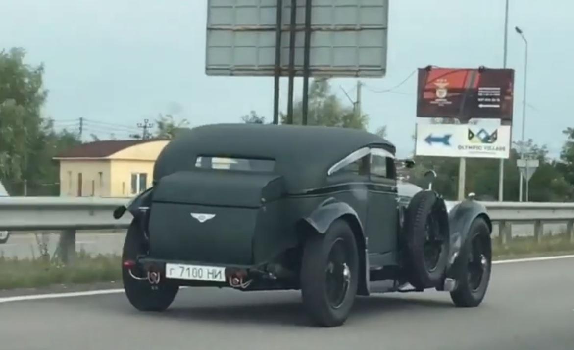 В Украине заметили уникальный довоенный Bentley