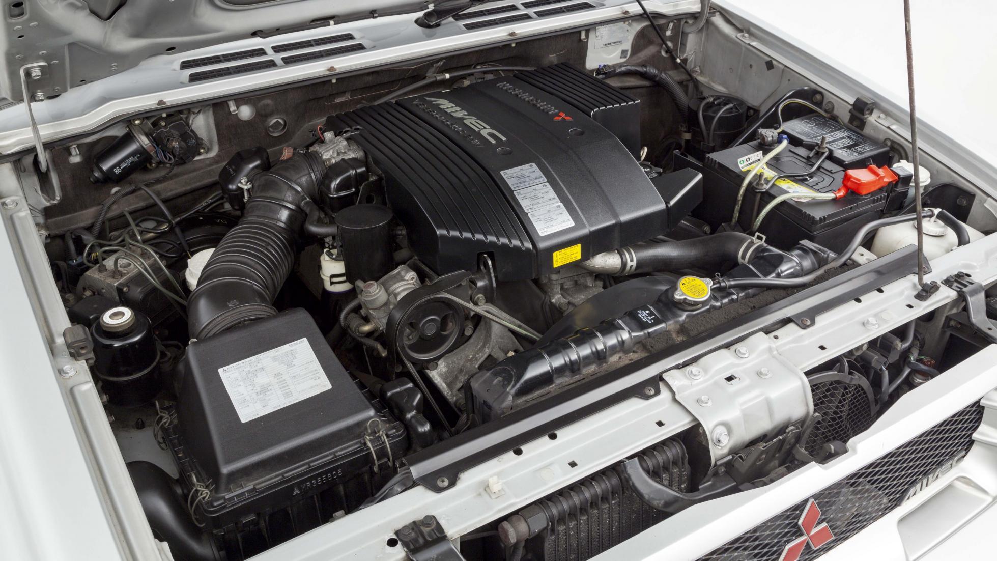 Редчайший заряженный Mitsubishi Pajero продают по цене VW Golf