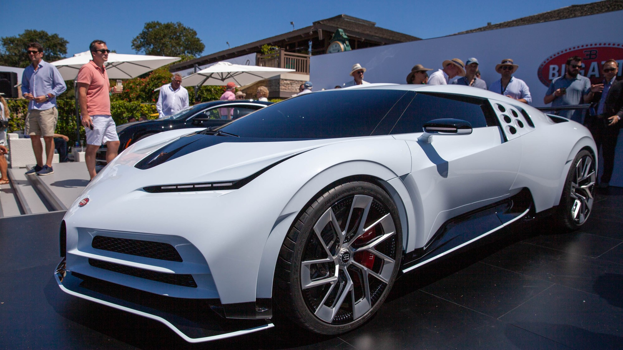 Новейший гиперкар Bugatti стал дороже реактивного истребителя