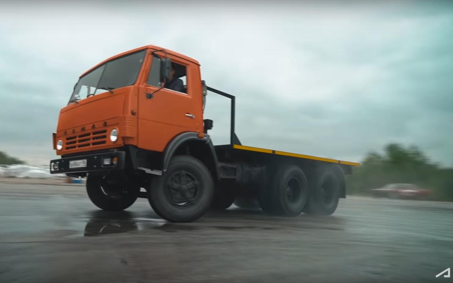 Безумный 1000-сильный КамАЗ Академика показал зрелищный дрифт (видео)