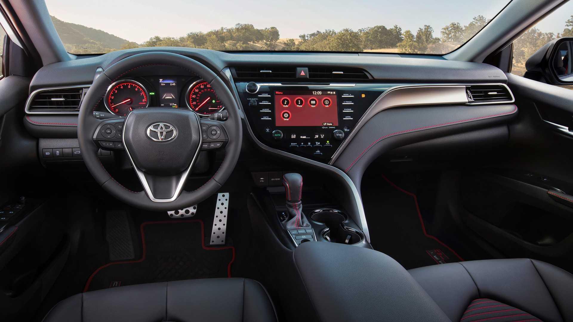 Toyota Camry 2020 получила заводскую тюнингованную версию