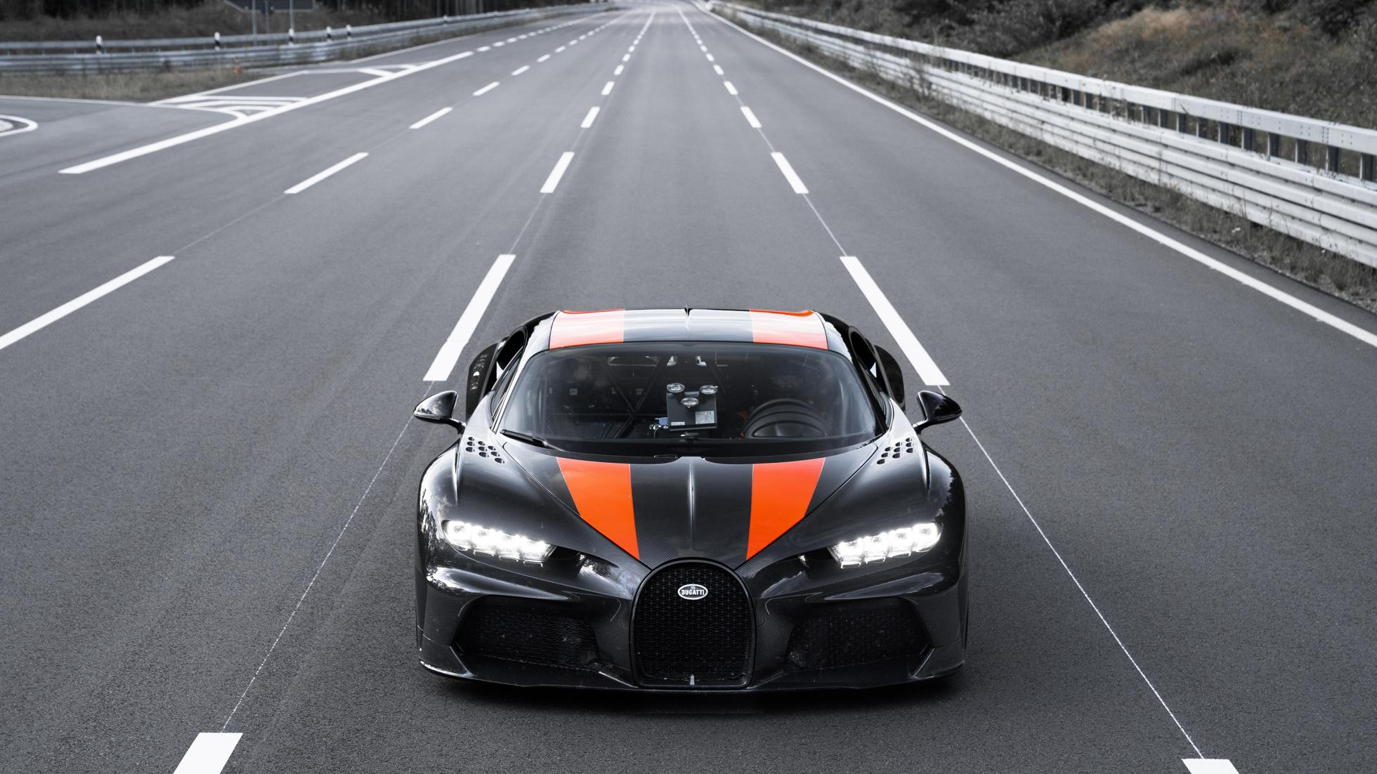 Гиперкар Bugatti Chiron разогнали почти до 500 км/ч
