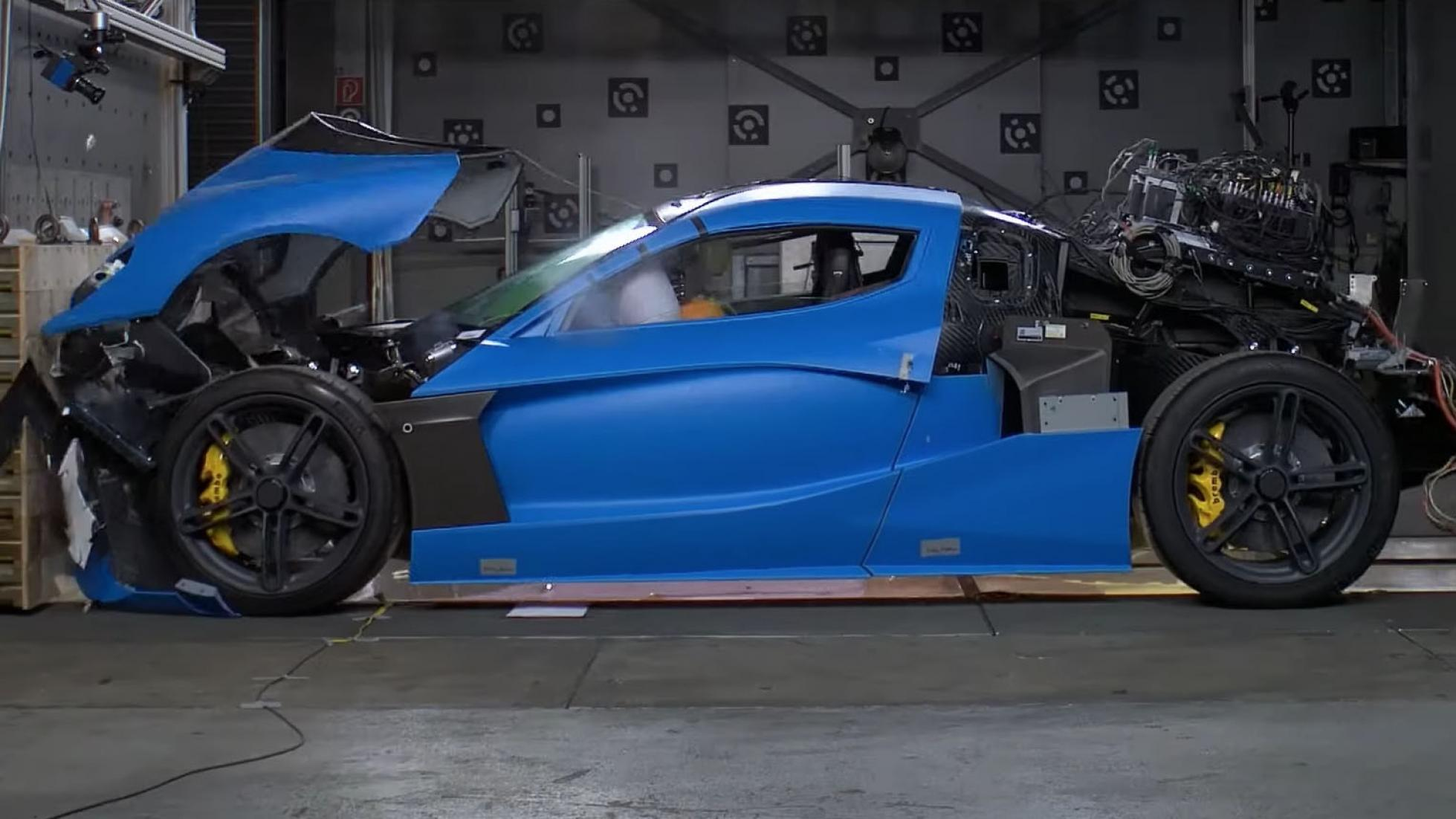 Самый мощный суперкар в мире разбили на краш-тесте (видео)