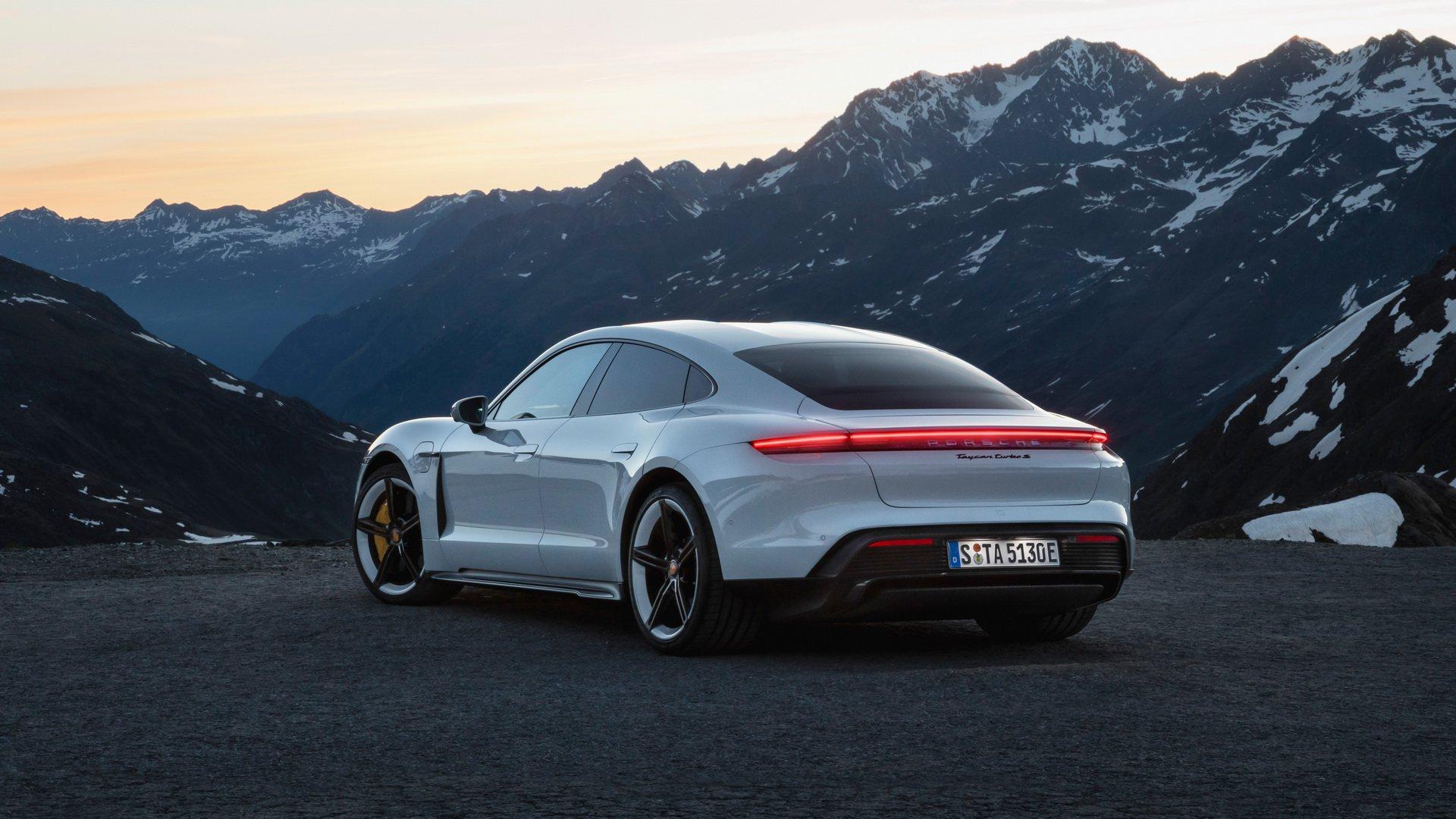 Porsche официально представили конкурента Теслы