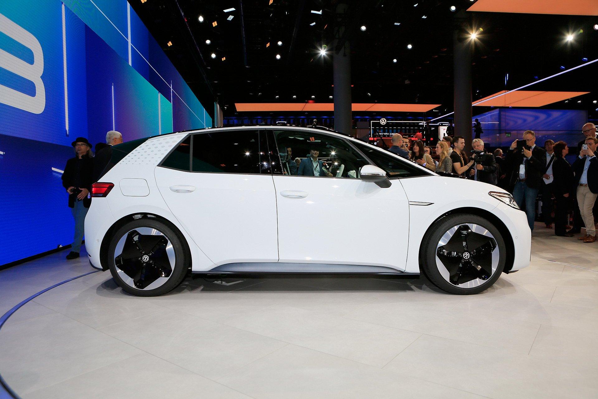 Живые фото и подробности конкурента Tesla от Volkswagen