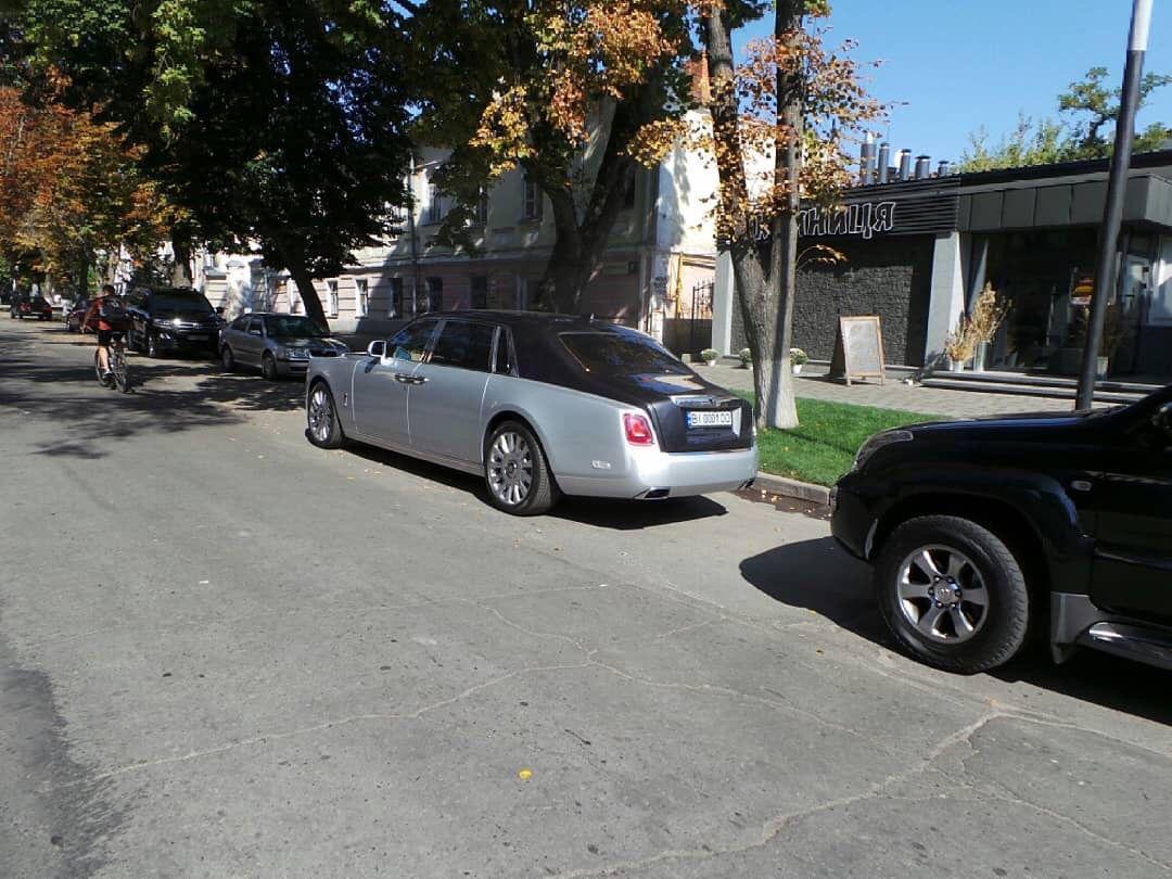 В украинском областном центре засняли новейший Rolls-Royce Phantom