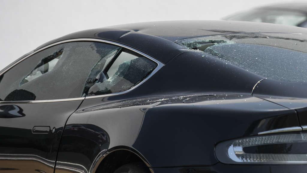 Экстремисты изувечили 40 элитных авто в знак протеста