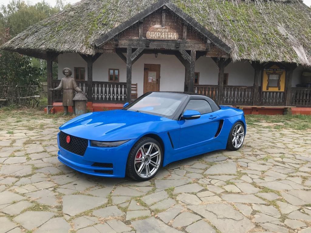 Российский автомобиль Крым сфотографировали на фоне музея «Украина»