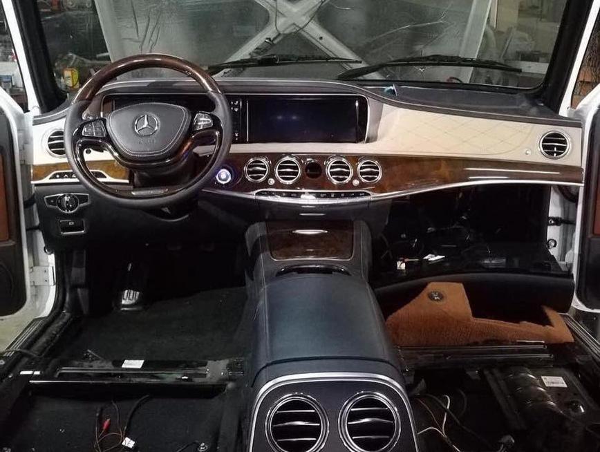 Народные умельцы скрестили Ниву и новый Mercedes S-Class