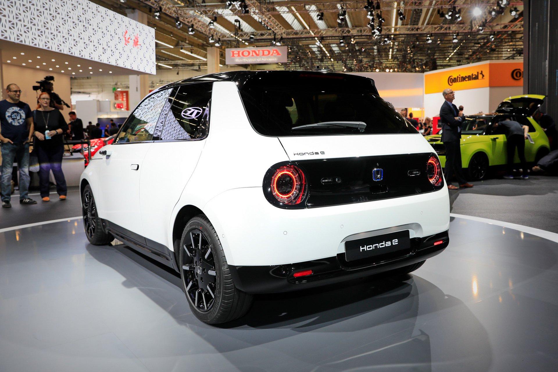 Первый электромобиль Honda удивил необычным салоном