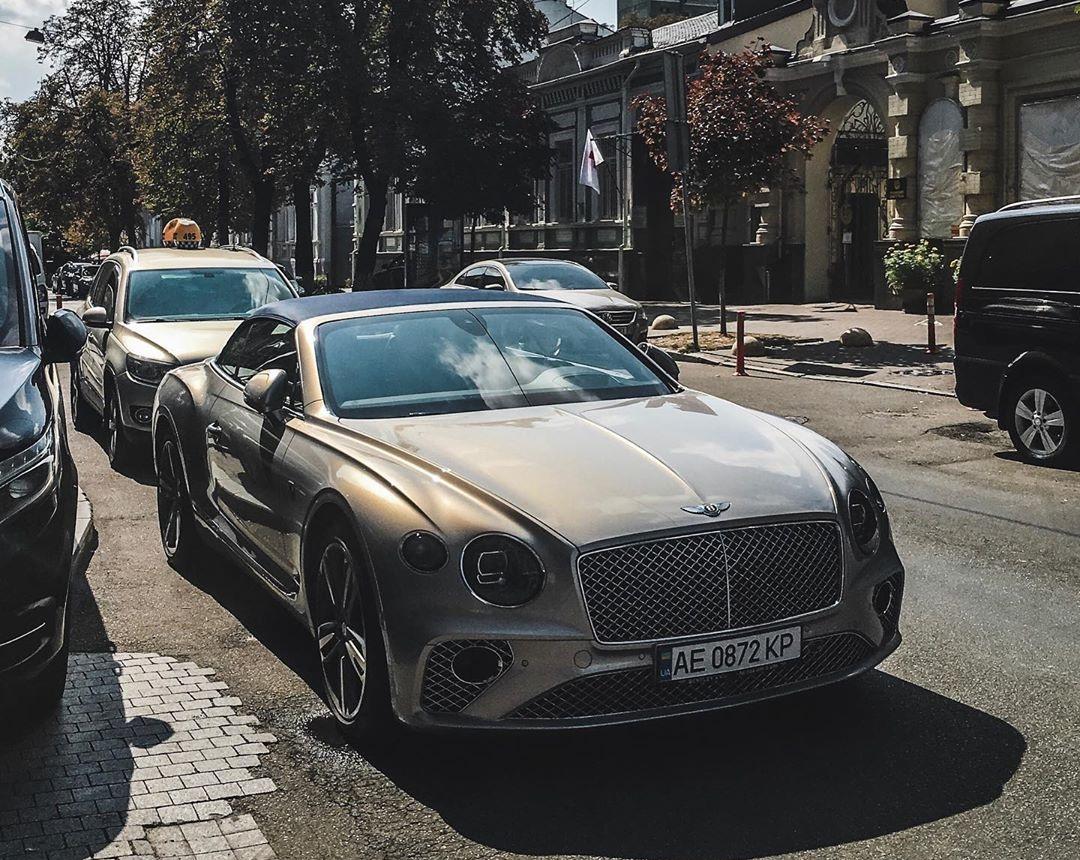 В Украине заметили новейший кабриолет Bentley