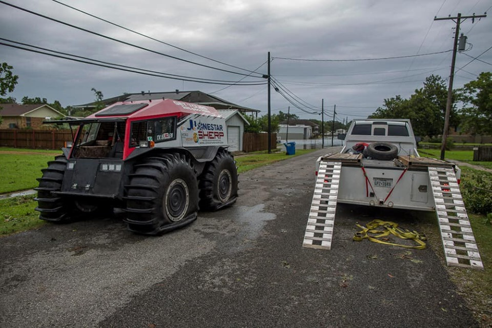 Украинский везхеод используют для спасения пострадавших от урагана Дориан