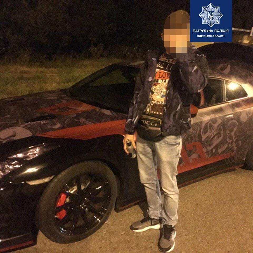 Под Киевом стритрейсер на Nissan GT-R устроил гонки с полицией (видео)