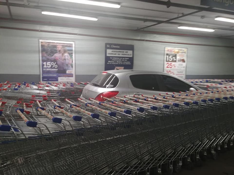 Работники супермаркета оригинально наказали героя парковки
