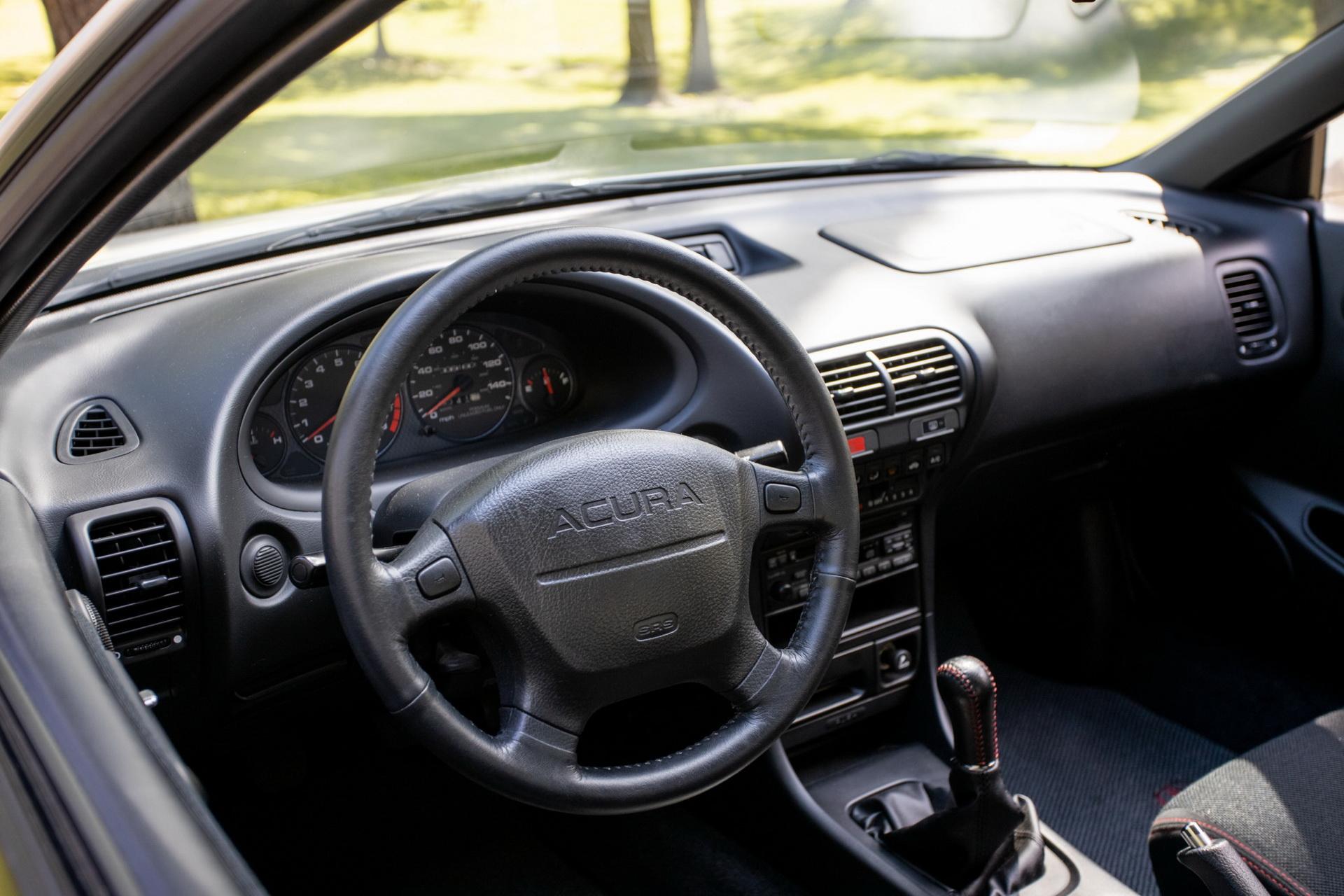 Старую 20-летнюю Acura выставили на продажу по цене нового BMW X6