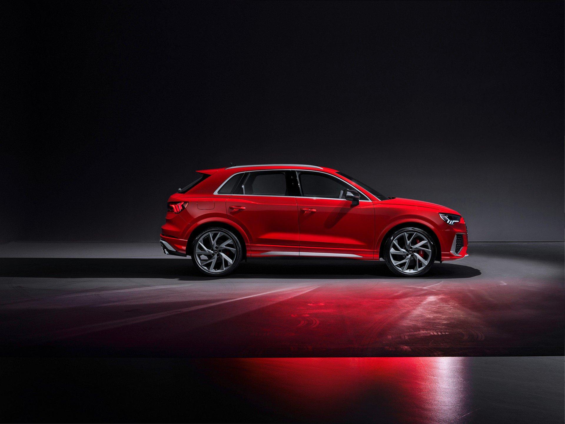 Новый Audi RS Q3 стал самым мощным компактным кроссовером в мире