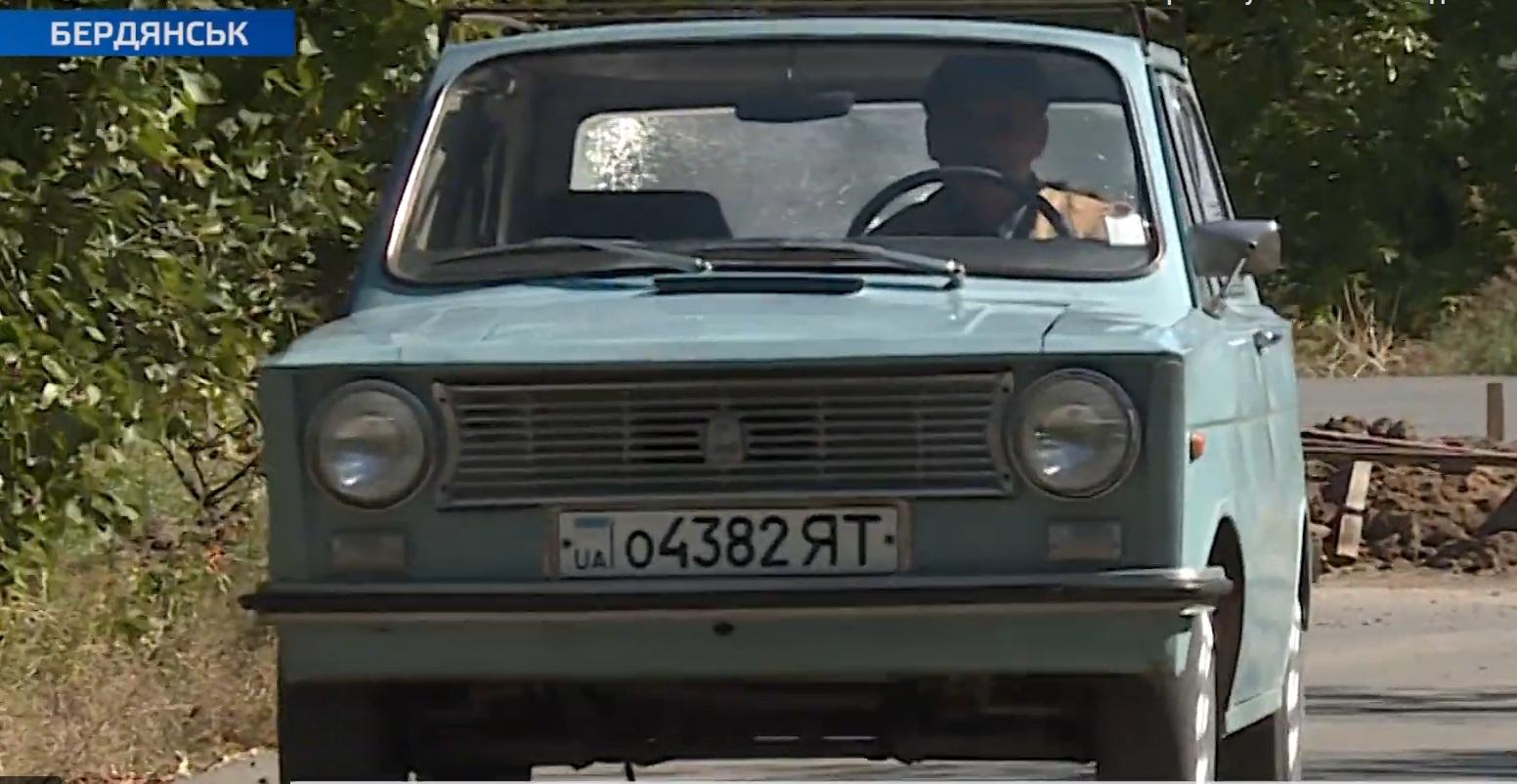 Украинец 25 лет ездит на самодельном авто (видео)