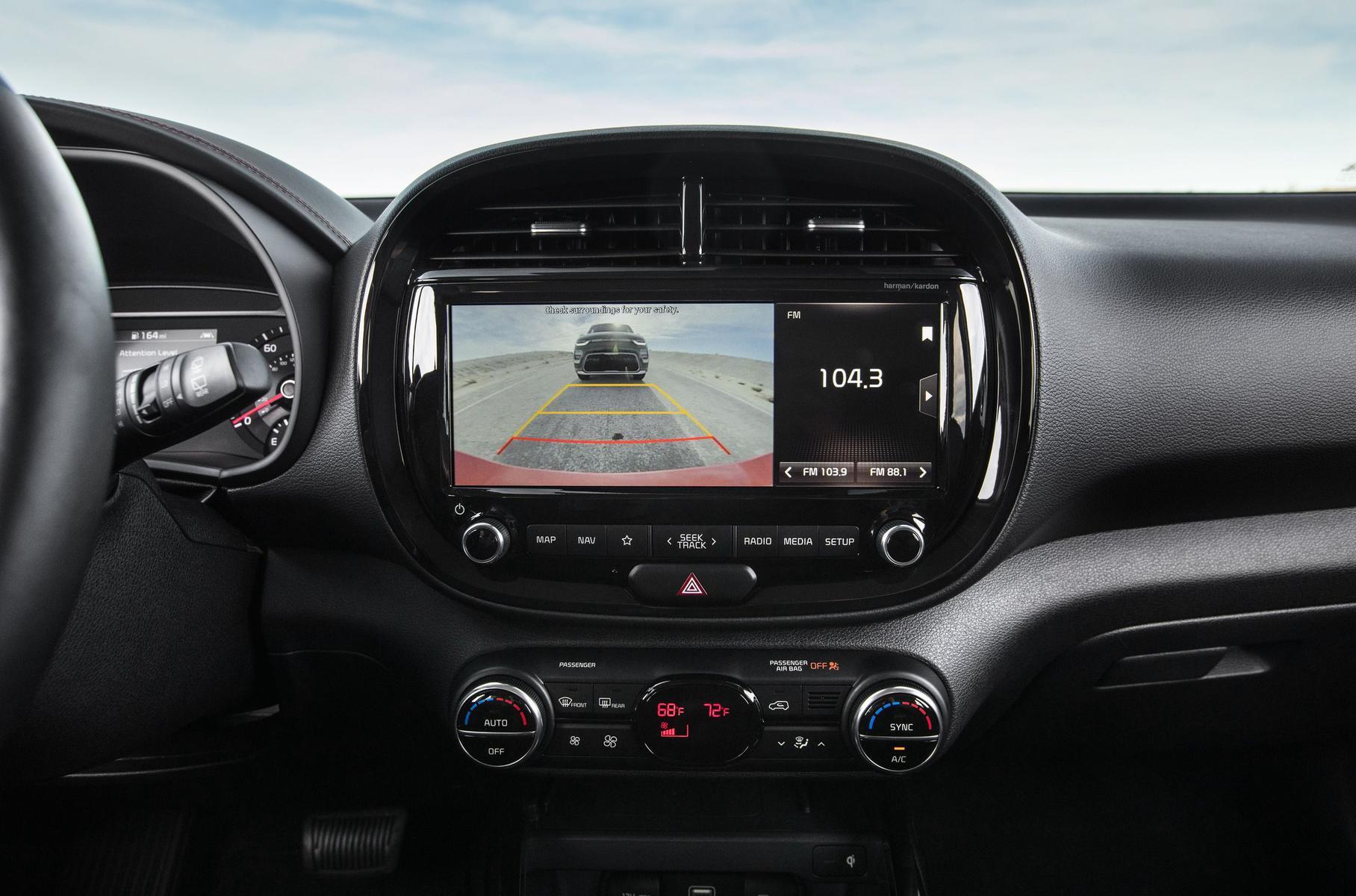 У каких авто самые лучшие мультимедийные системы