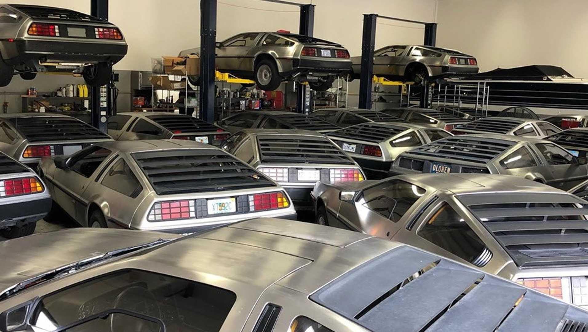 Десятки редких спорткаров спасли от урагана Дориан в тесном гараже