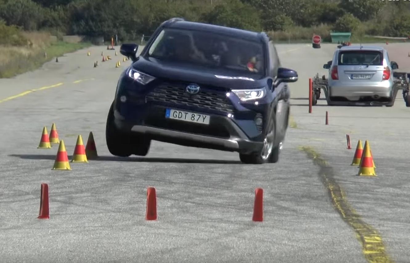 Новая Toyota RAV4 провалила лосиный тест (видео)