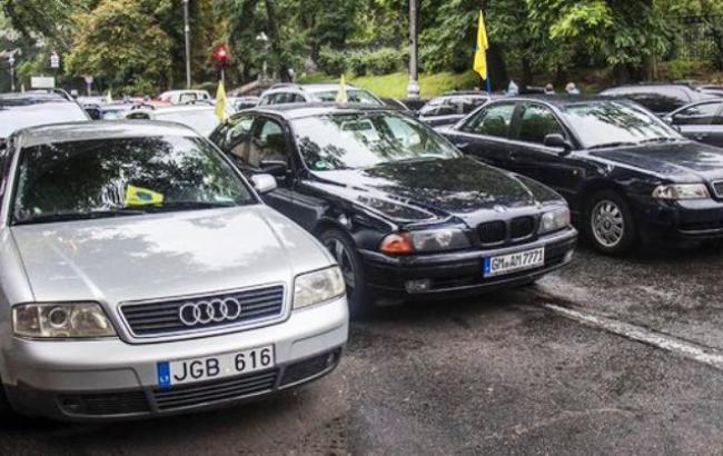 Сколько водителей авто на еврономерах оштрафовали по новым правилам