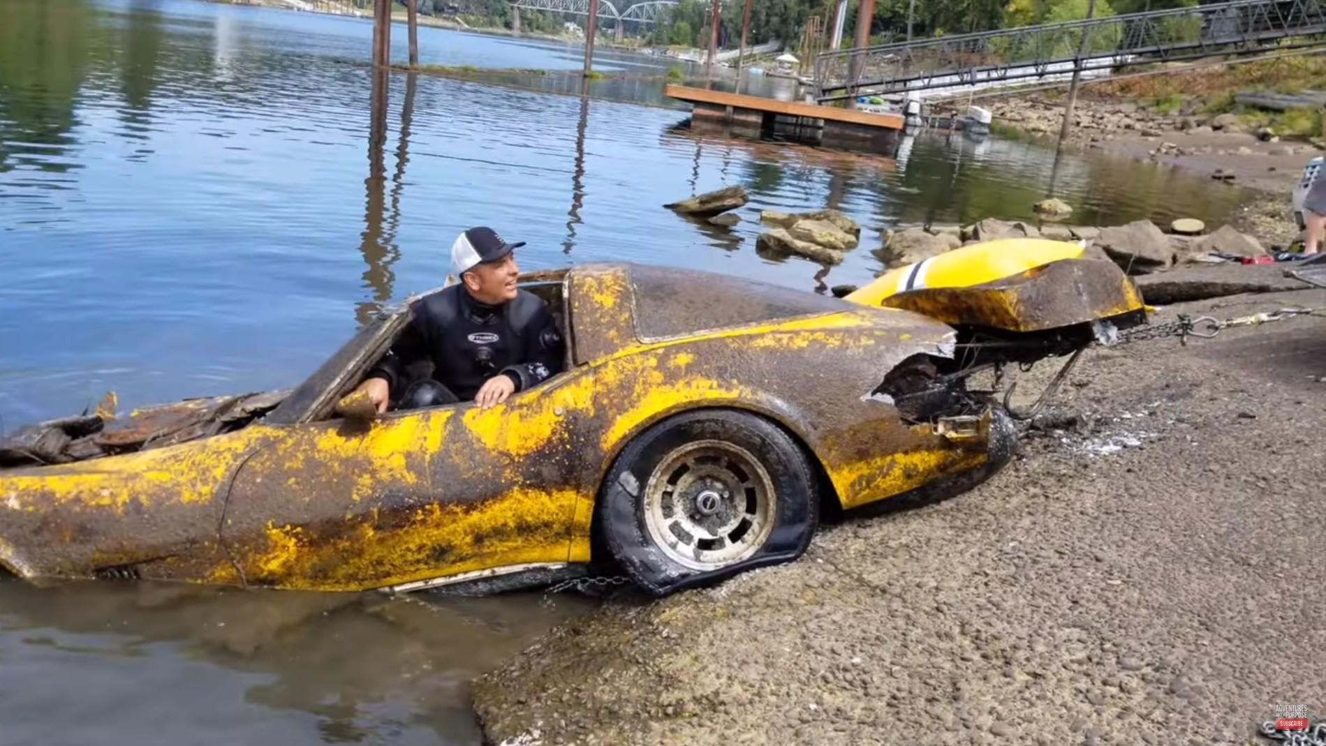 В реке нашли утонувший 20 лет назад спорткар Corvette
